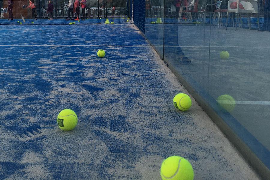 Отпуск в Испании, играя в падел-теннис