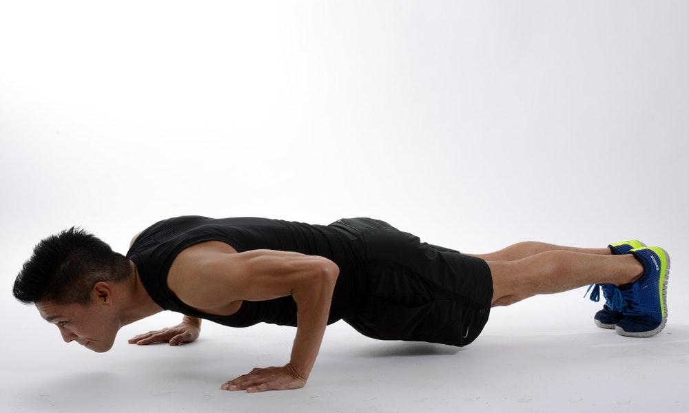 Семь упражнений для спины с использованием веса тела.